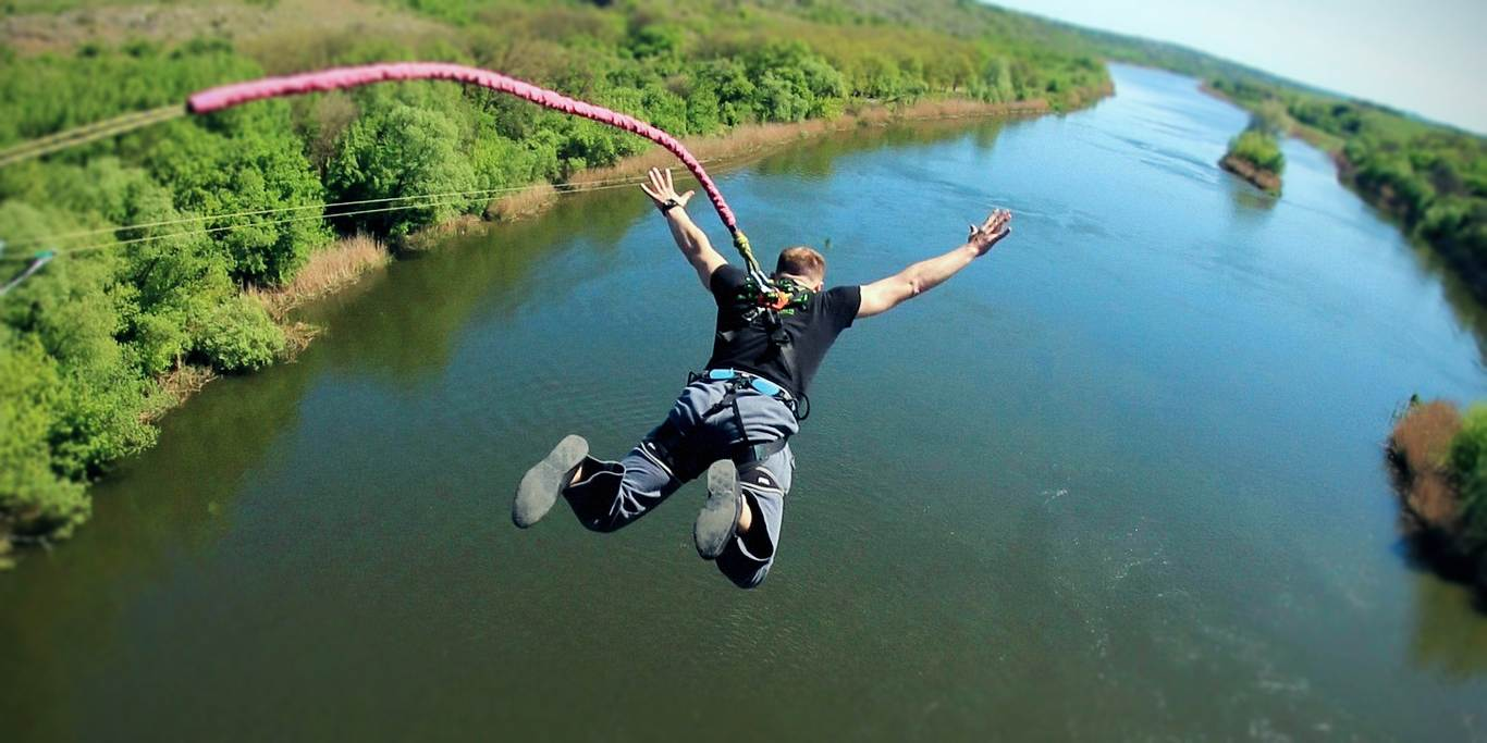 We jump from bridge on Bug river